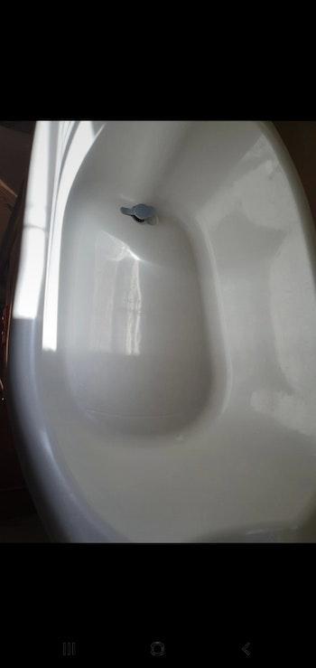 baignoire avec le support avec le siège de bains