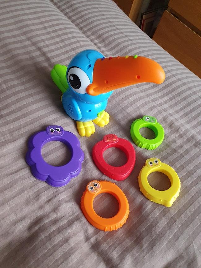 Toucan musical quadrilingue avec anneaux
