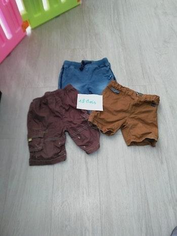 Lot 2 de 3 shorts taille 18 mois