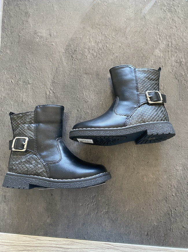 Bottes cuirs neuf t24