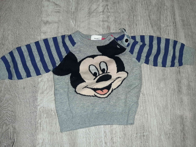 Pull Mickey 3 mois neuf