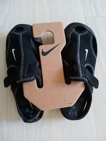 Sandales Nike taille 27