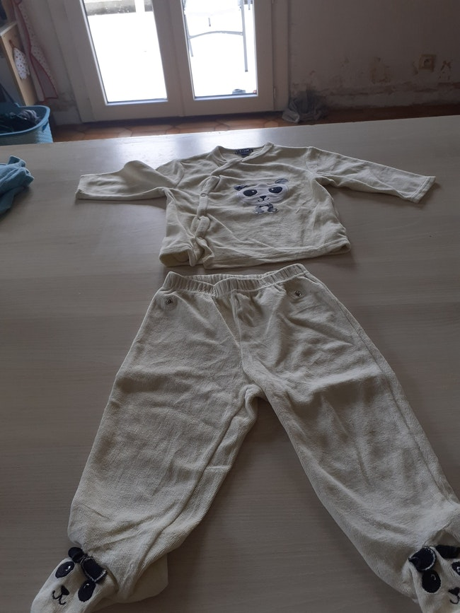 Lot pyjamas garçon  12 mois