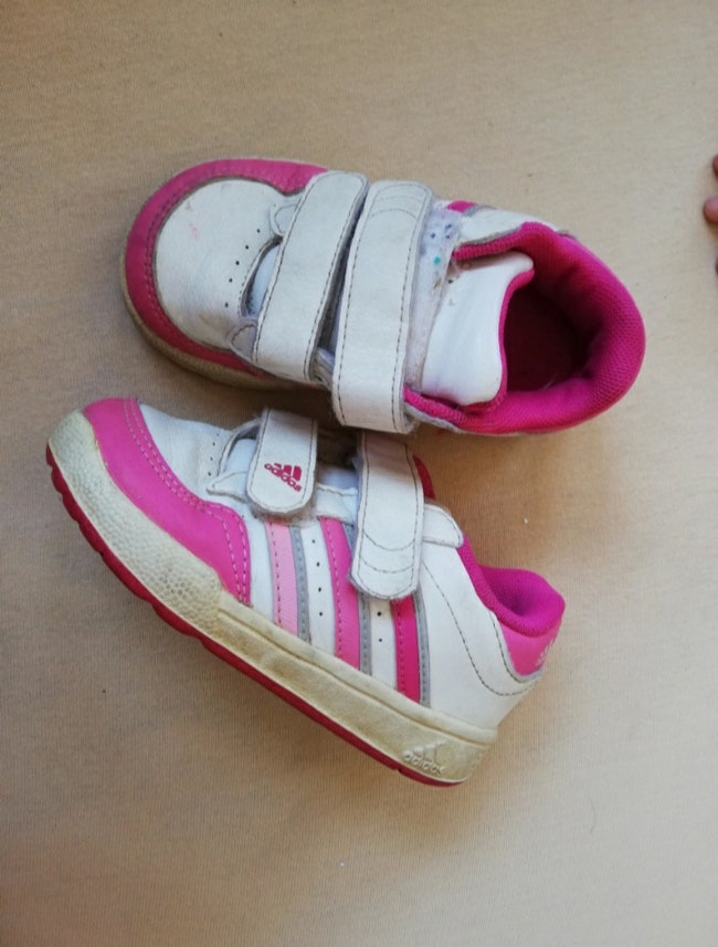 Baskets taille 22