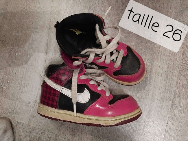 Chaussure nike taille 26