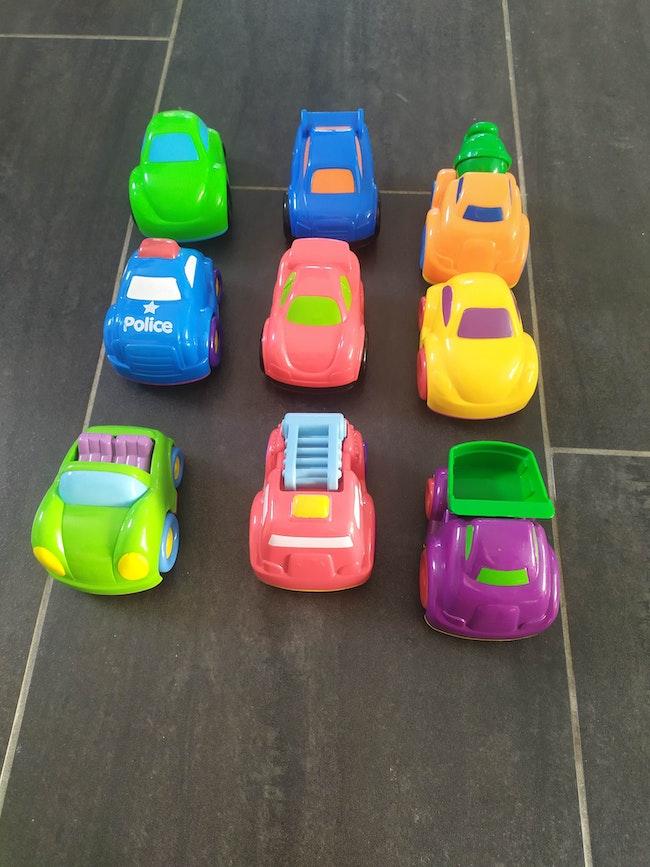 Lot 9 voitures adaptées aux jeunes enfants