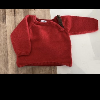 Pull rouge 1 mois
