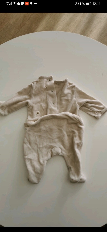 Pyjama en velours Kiabi taille 1 Mois