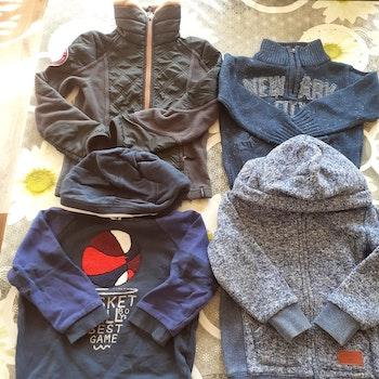 Lot 31 vêtements garçons 4 ans