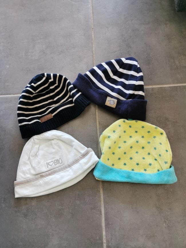 Lot 4 bonnets