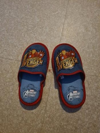 Pantoufles Avengers pointure 29
