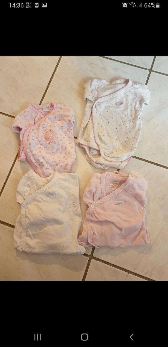 Lot de bodies 2 naissance et 2, 1 mois