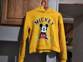 Pull Mickey c&a 14 ans très bon état
