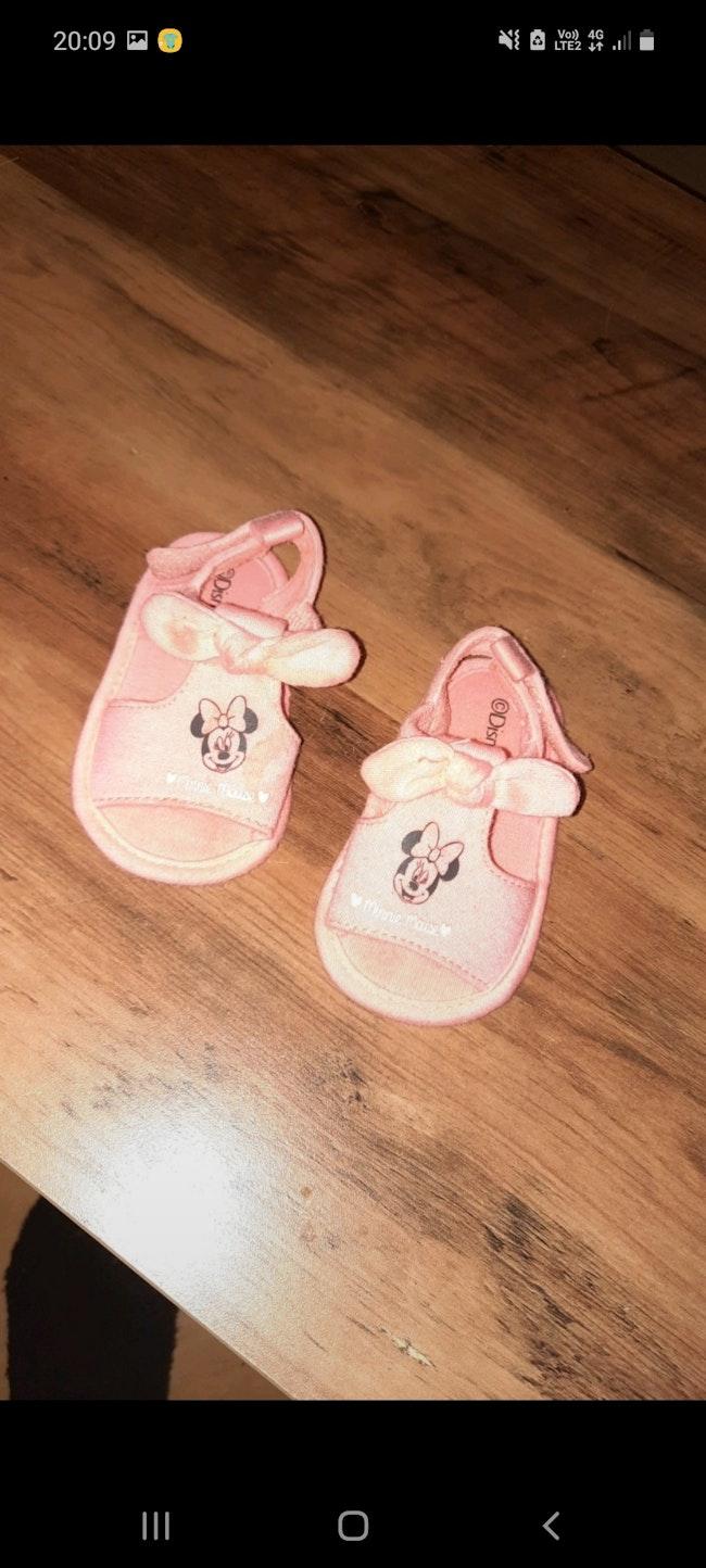 Nue pied bebe fille