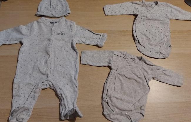 Lot vêtements bébé fille 1 mois