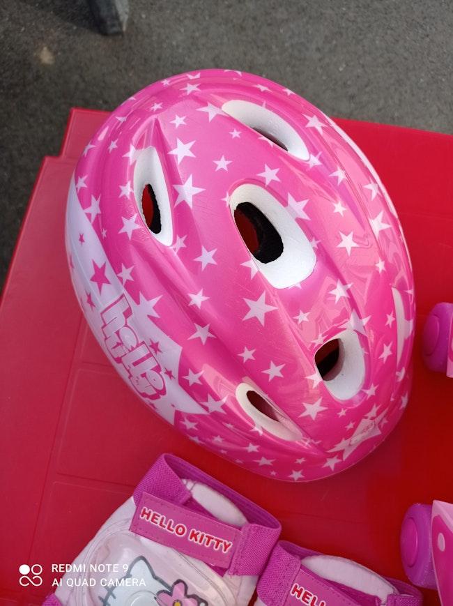 Ensemble kit patins à roulettes Hello Kitty