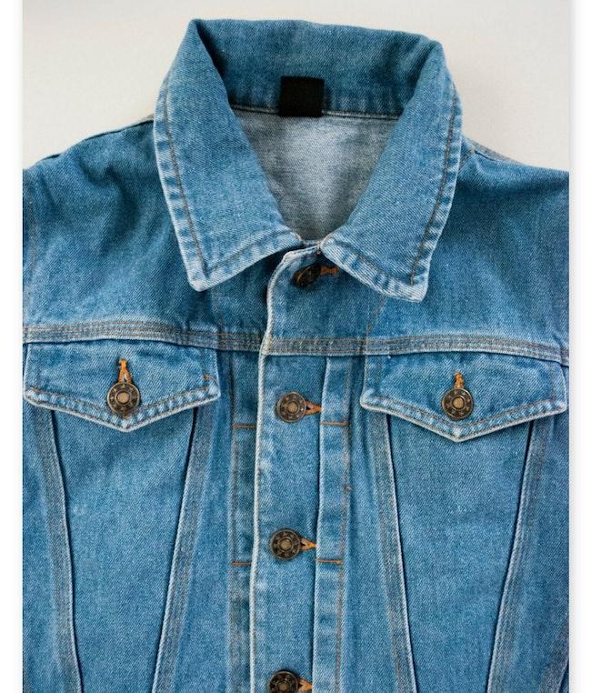 Veste en jean sans manches et patch derrière / 7 ans