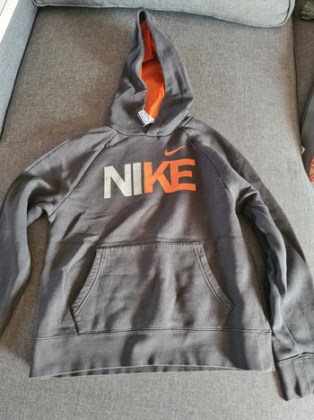 Pull à capuche Nike taille 10/12 ans