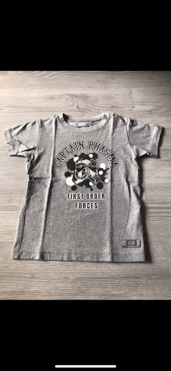Tee-shirts uniqlo star wars taille 7/8 ans