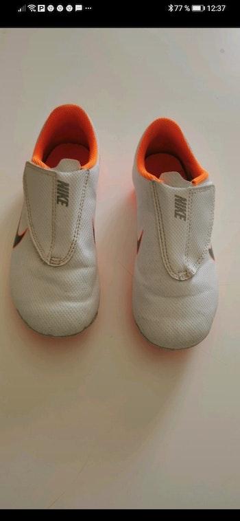 Chaussure de foot à scratch Nike taille 30