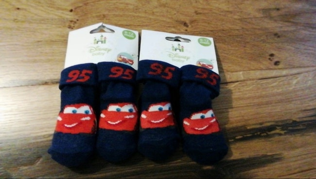 1,50€ Lot chaussettes Disney cars 6 /12mois