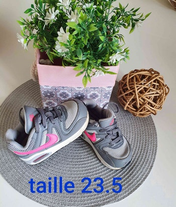 Basket nike fille taille 23.5