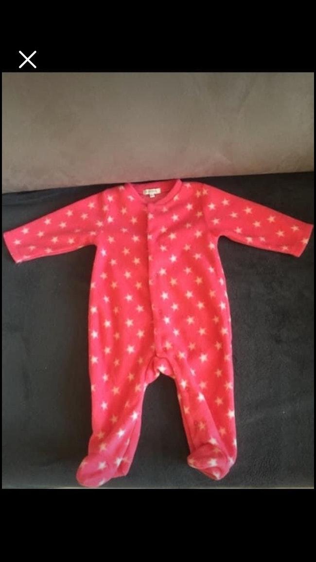 Pyjama rose avec de étoiles blanches