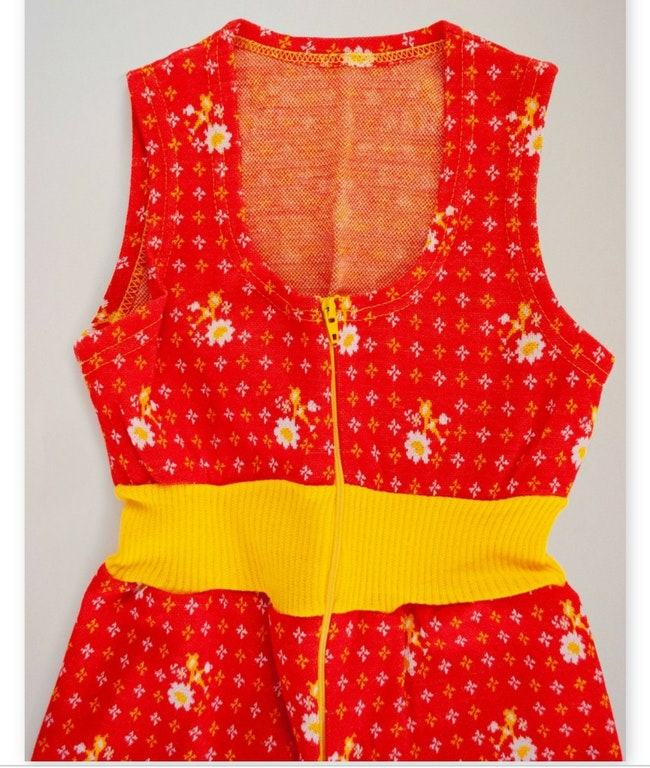 Combinaison zippée à fleurs rouge / 3 ans