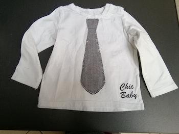 T shirt blanc longues manches avec cravate grise