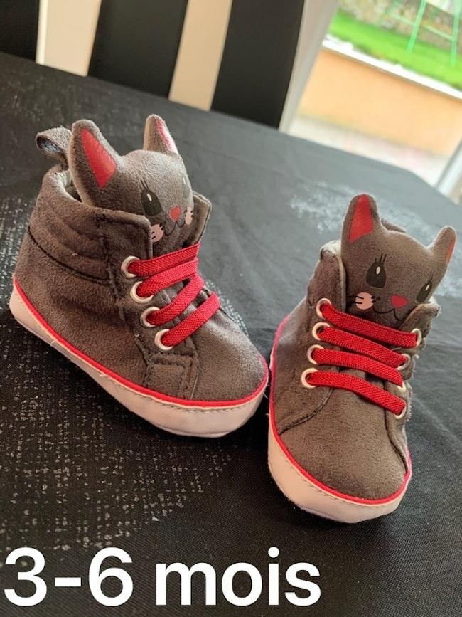 Chaussures grise et rose 3/6 mois