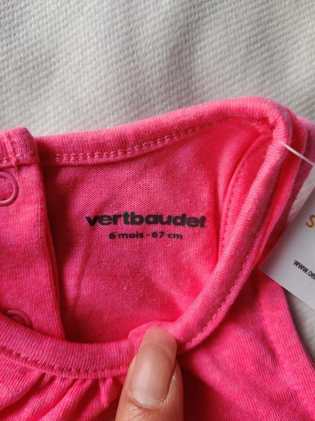 Ensemble tee-shirt et short neuf Vertbaudet