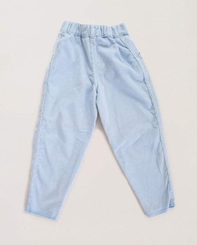 Pantalon velours côtelé bleu glacé carotte