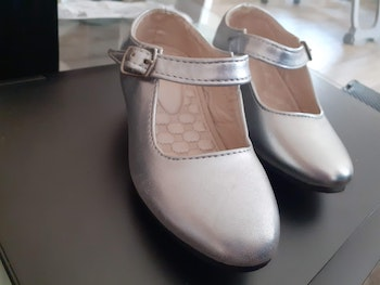 Chaussure fille neuve taille 24