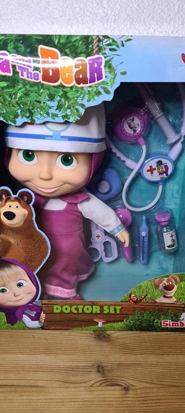 poupée masha docteur