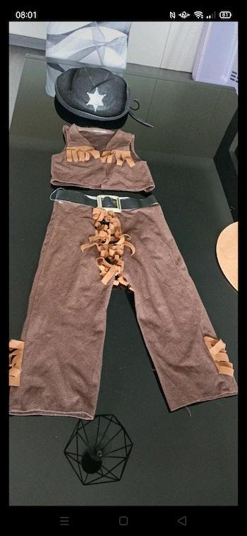 Costume cowboys