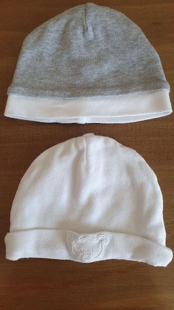 2 bonnets Taille 38cm