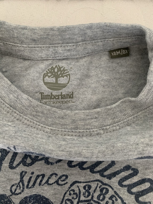 Tee shirt Timberland taille 18 mois