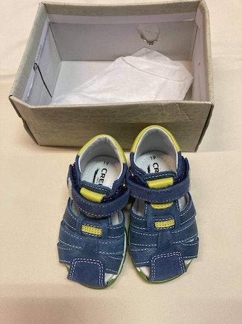 Sandales neuves en cuir pointure 19