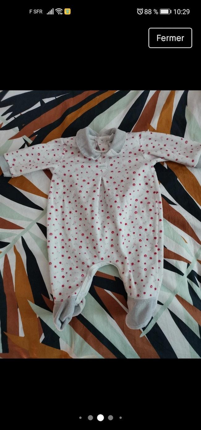 Lot 10 pyjamas