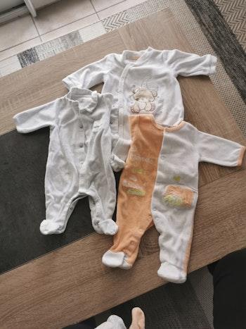 3 pyjamas naissance