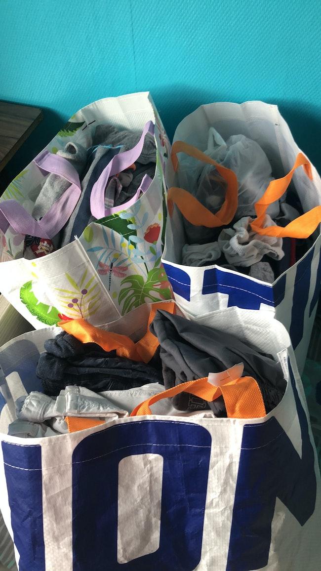 Trois sacs de chez action vêtements garçon