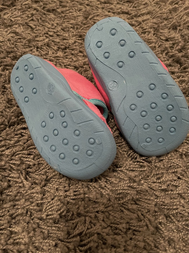 Chaussons neuf T.25