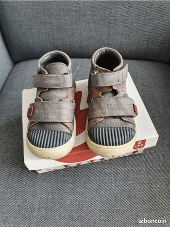 Chaussures montantes grises GBB pointure 23
