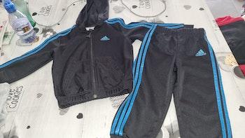 Ensemble jogging Adidas 18/24 mois en bon état