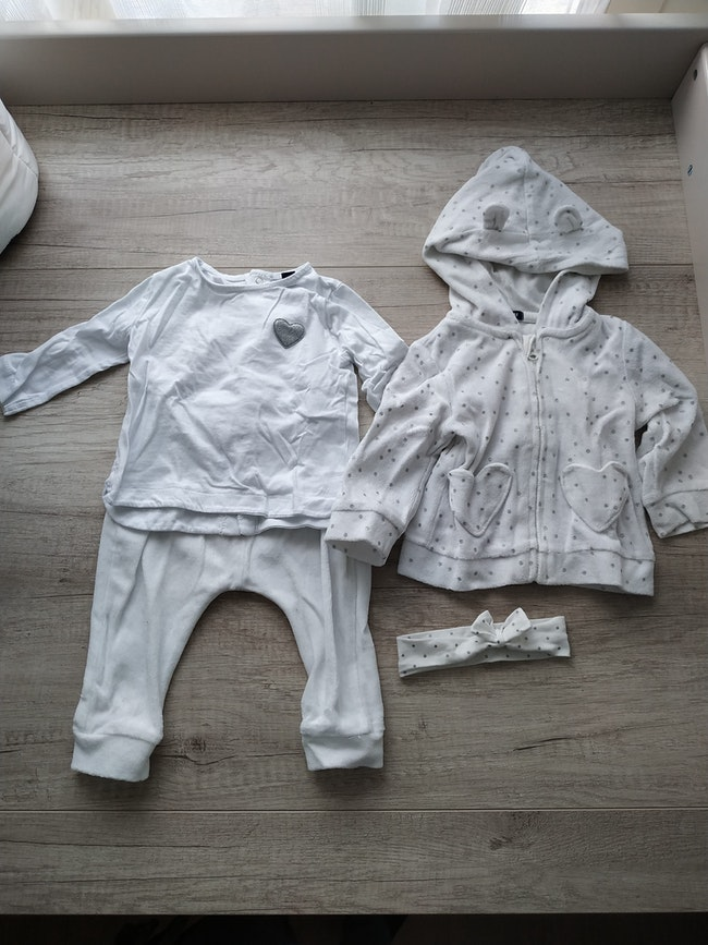 Ensemble jogging tee shirt sweatshirt 6 mois