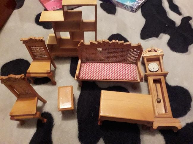 Petit mobilier pour petite poupée le lot 3 euros
