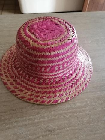 Chapeau en paille tressée rose et naturel pour fille