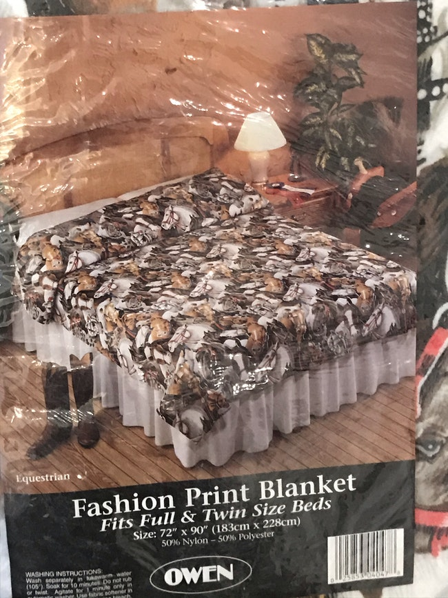 Couvre lit ou couverture polaire Equestre chevaux neuve