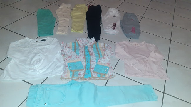 Lot vêtements fille 4/5ans